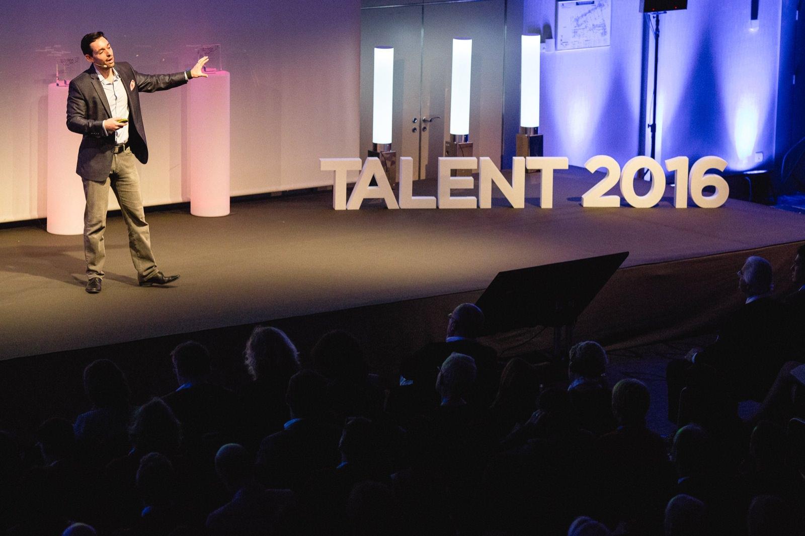 photo corporate des awards de Cross knowledge par Mardi Bleu – Agence de communication – photo & vidéo